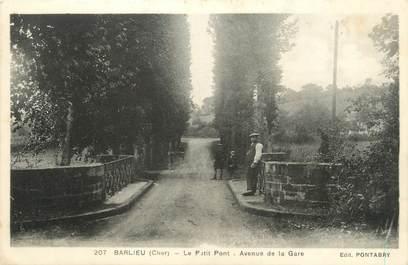 """/ CPA FRANCE 18 """"Barlieu, le petit pont, av de la gare"""""""