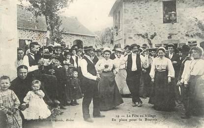"""/ CPA FRANCE 19 """"La fête du village, en place pour la Bourrée"""""""