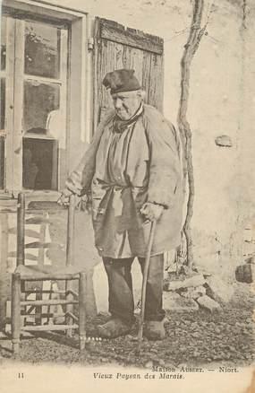 "/ CPA FRANCE 79 ""Niort, maison Aubert, vieux paysan des Marais"""