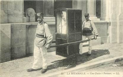 """CPA FRANCE 63  """"La Bourboule, Chaise à porteurs"""""""