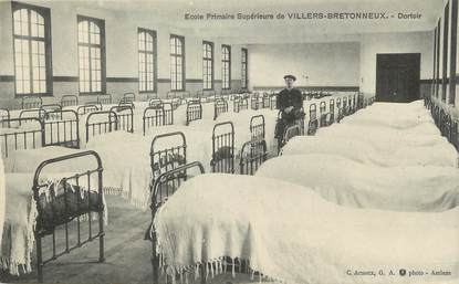 """/ CPA FRANCE 80 """"Villers Bretonneux, école primaire, dortoir"""""""