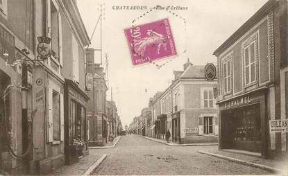 """CPA FRANCE 28 """"Châteaudun, la rue d'Orléans"""""""