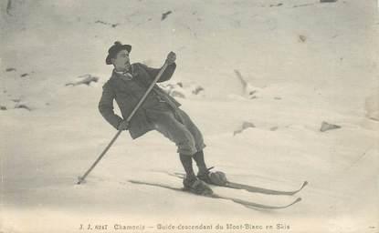 """CPA FRANCE 74 """"Chamonix, guide descendant du Mont Blanc en Skis"""""""