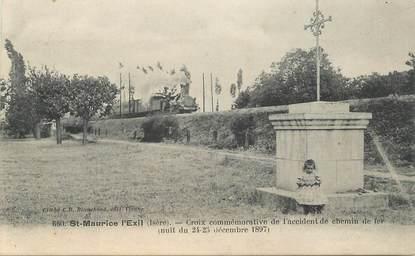 """CPA FRANCE 38 """"Saint Maurice l'Exil, monument aux morts"""""""