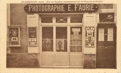 """CPA FRANCE 38 """"Saint Marcellin, rue du Dauphin, Photographe E. Faurie"""""""