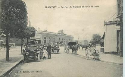 """CPA FRANCE 78 """"Mantes, la rue du Chemin de fer et la gare"""""""