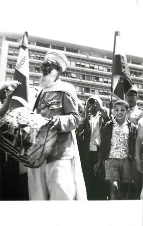 """CPSM ALGERIE """"Alger, les évenements de mai 1958, devant le Forum, délégation de Bou Saâda"""""""