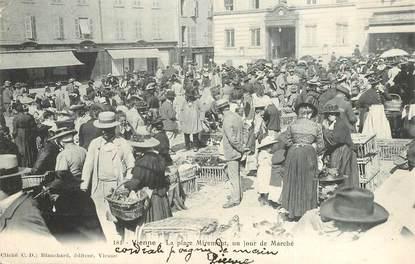 """CPA FRANCE 38 """"Vienne, la Place Miremont,  un jour de Marché"""""""