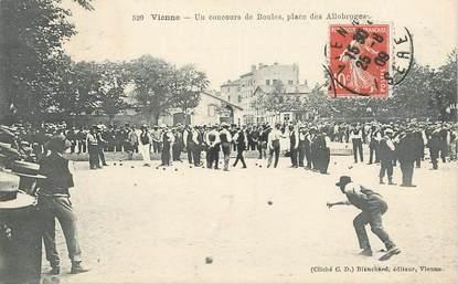 """CPA FRANCE 38 """"Vienne, un concours de boules, Place des Allobroges"""""""