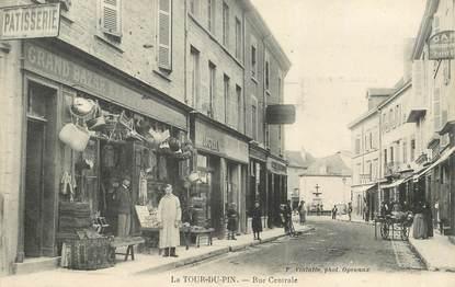 """CPA FRANCE 38  """"La Tour du Pin, la rue centrale"""""""