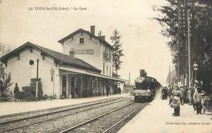 """CPA FRANCE 38  """"La Tour du Pin, la gare""""  / TRAIN"""