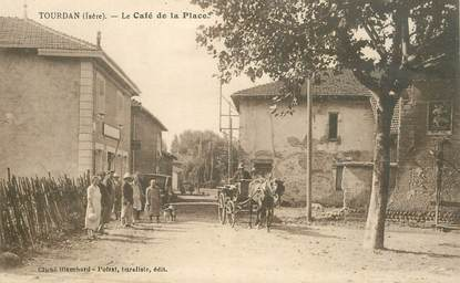 """CPA FRANCE 38 """"Tourdan, le café de la place"""""""