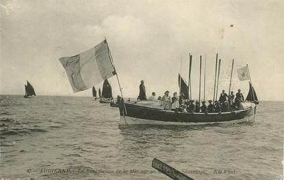 """CPA FRANCE 29 """"Audierne, la bénédiction de la Mer"""""""