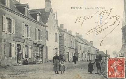 """CPA FRANCE 53 """"Bourgon, arrivée de la Croixille"""""""