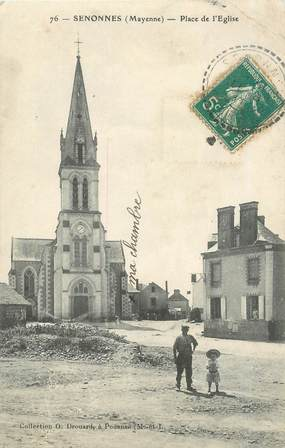 """CPA FRANCE 53 """"Senonnes, Place de l'Eglise"""""""
