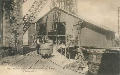"""CPA FRANCE 30 """"Alais, Mineurs occupés à rouler les bennes de charbon"""" / MINE"""