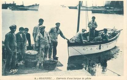 """CPA FRANCE 29 """"Guilvinec, l'arrivée d'une barque de pêche"""""""