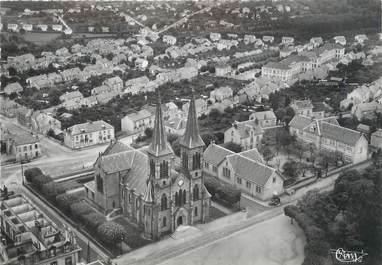 """/ CPSM FRANCE 71 """"Le Creusot, vue aérienne, église Saint Henri et son quartier"""""""