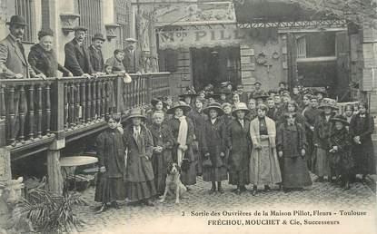 """CPA FRANCE 31 """"Toulouse, sortie des ouvrières de la Maison Pillot"""""""