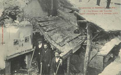 """CPA FRANCE 65 """"Catastrophe de Barèges, déblaiement de la route après l'avalanche du 02 février 1907"""""""