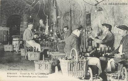 "/ CPA FRANCE 51 ""Epernay, travail du vin de champagne"""