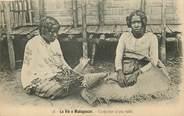 Afrique CPA MADAGASCAR / Confection d'une natte