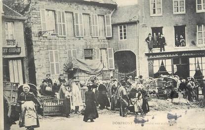 """/ CPA FRANCE 61 """"Domfront, la marché aux cochons"""""""