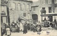 """61 Orne / CPA FRANCE 61 """"Domfront, la marché aux cochons"""""""