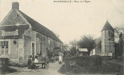 "/ CPA FRANCE 61 ""Marmouille, place de l'église"""
