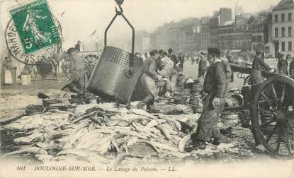 """/ CPA FRANCE 62 """"Boulogne sur Mer, le lavage du poisson"""""""