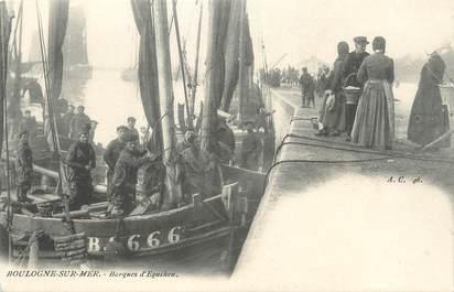 "/ CPA FRANCE 62 ""Boulogne sur Mer, barques d'Equihen"""