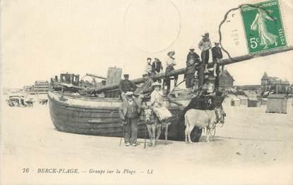 """/ CPA FRANCE 62 """"Berck Plage, groupe sur la plage """""""
