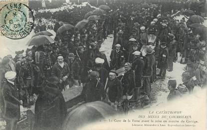 """/ CPA FRANCE 62 """"La Catastrophe des mines de Courrières, la cour de la fosse avant la mise en marche du cortège"""""""