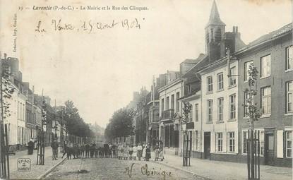"""/ CPA FRANCE 62 """"Laventie, la mairie et la rue des Clinques"""""""