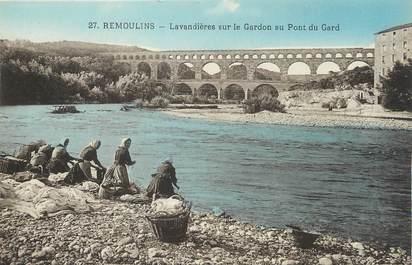 """/ CPA FRANCE 30 """"Remoulins, lavandières sur le Gardon au pont du Gard"""""""