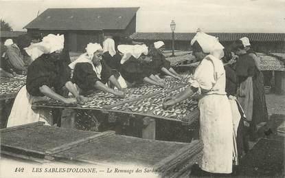 """CPA FRANCE 85 """"Sables d'Olonne, Le remuage des sardines"""""""