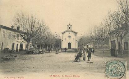 """CPA FRANCE 83 """"La Mole, la place de l'Eglise"""""""