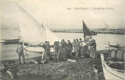 """CPA FRANCE 83 """"Saint Raphaël, l'arrivée du Poisson"""""""