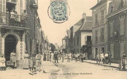 "CPA  FRANCE 89 ""Sens, La Rue Victor Guichard"""