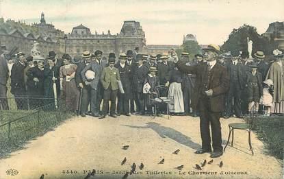 """CPA  FRANCE  75 """"Paris, Le Charmeur  d'Oiseaux au Jardin des Tuileries"""""""