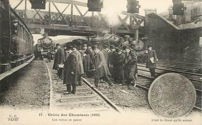"""CPA FRANCE 75 """"Paris, Grève des cheminots, 1910, les trains en panne"""""""