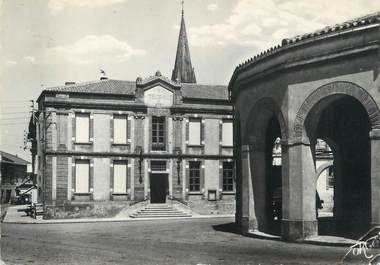 """/ CPSM FRANCE 31 """"Saint Lys, l'hôtel de ville et la Halle"""""""