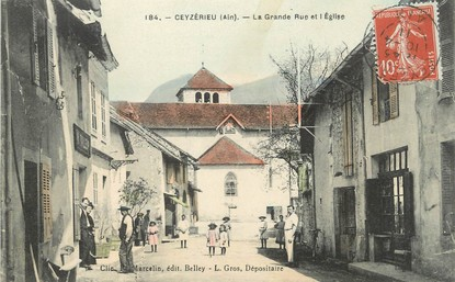 """/ CPA FRANCE 01 """"Ceyzérieu, la grande rue et l'église"""""""
