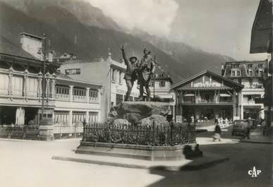 """/ CPSM FRANCE 74 """"Chamonix Mont Blanc, monument Saussure et J. Balmat"""""""