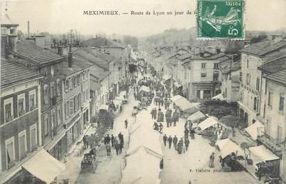 """/ CPA FRANCE 01 """"Meximieux, route de Lyon un jour de fête"""""""
