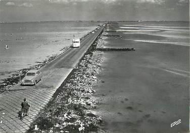"""/ CPSM FRANCE 85 """"Ile de Noirmoutier, le passage du Gois à marée basse"""""""