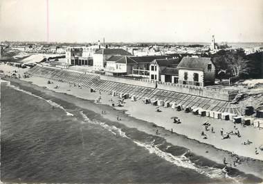 """/ CPSM FRANCE 85 """"Saint Gilles sur Vie, un coin de la plage"""""""