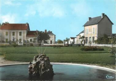 """/ CPSM FRANCE 86 """"Leignes sur Fontaine, le nouveau carrefour et le jardin public"""""""
