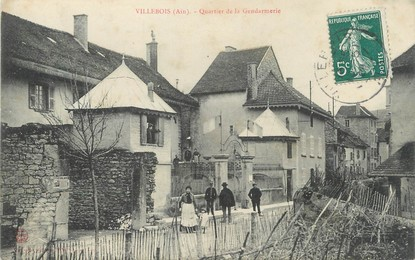 """/ CPA FRANCE 01 """"Villebois, quartier de la Gendarmerie"""""""