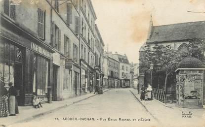 """/ CPA FRANCE 94 """"Arcueil Cachan, rue Emaile Raspail et l'église"""""""